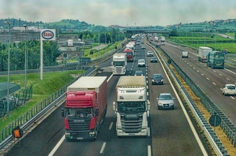 Ciężarówki od firmy spedycyjnej